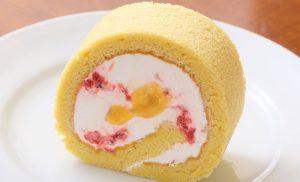 【SWEETS】ほどける至福時間に無添加手作りケーキを - イチゴクリームのロールケーキ(レモンカード入り)『カフェ ナトゥーラ』