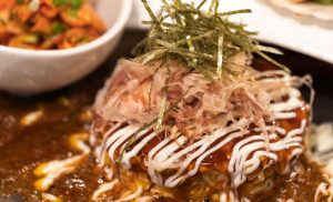 ソースの匂いに誘われて箸が止まらぬ粉もん時間『HONA仙台 鉄板焼きとお好み焼きダイニング』